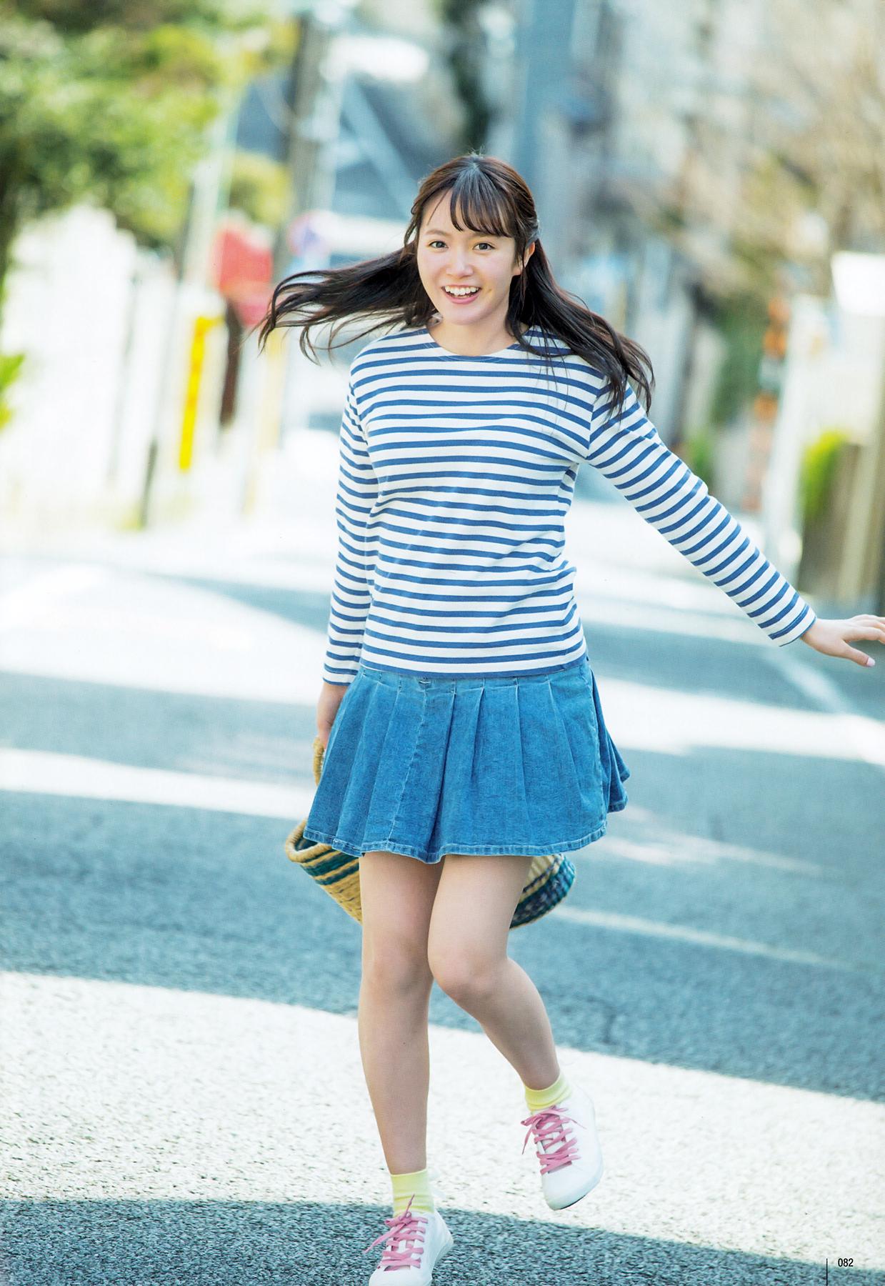 スカートを履いている中元日芽香の画像