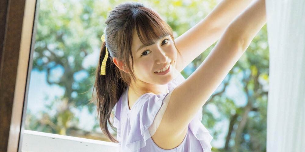 笑顔でこちらを見ている中元日芽香の画像