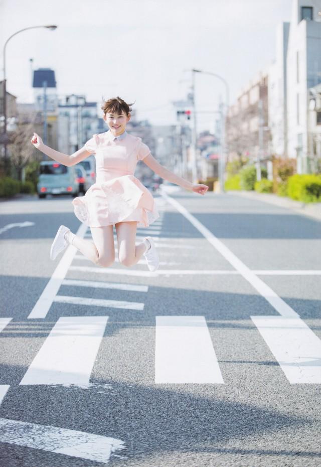 ジャンプする志田愛佳