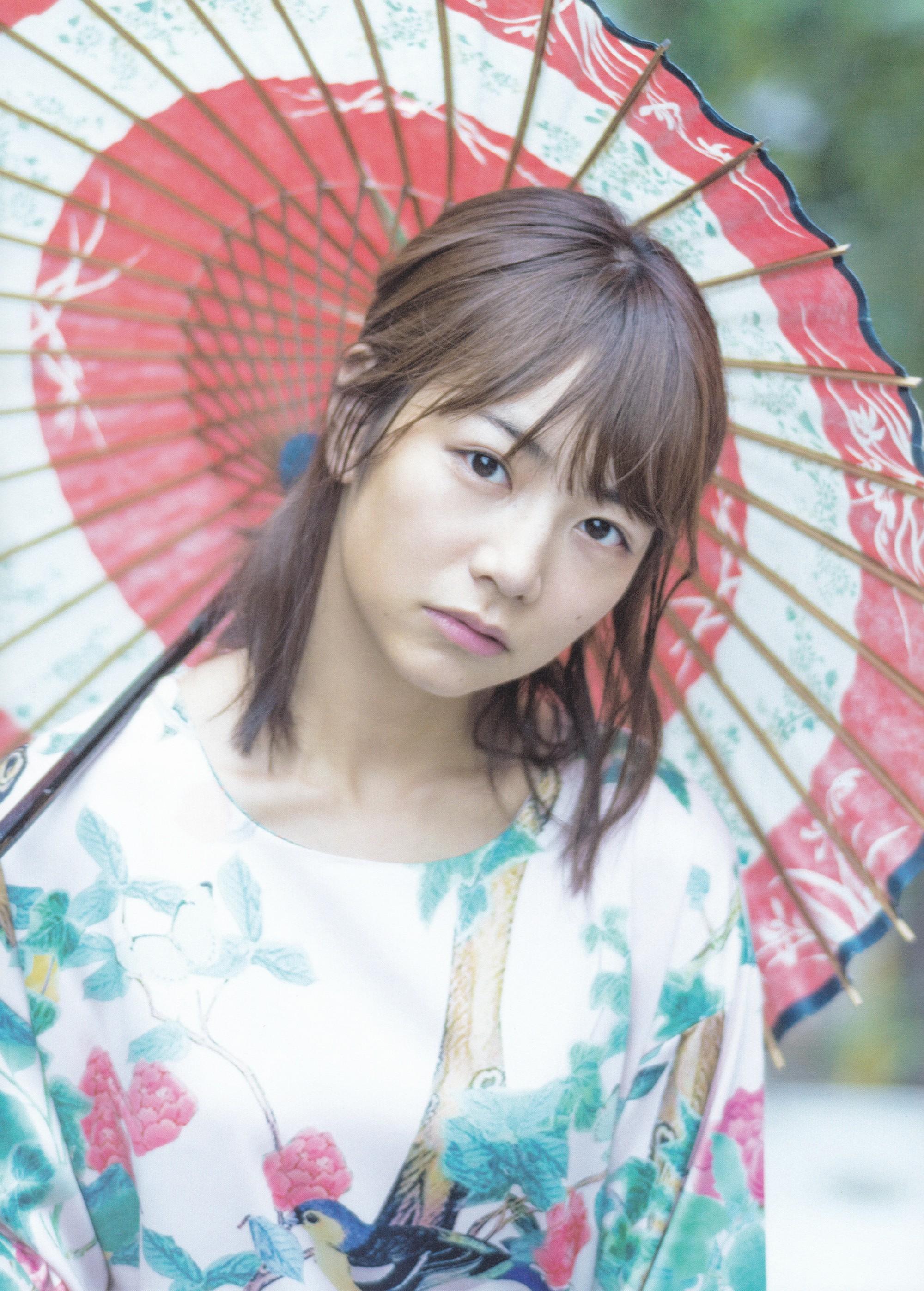 和傘の北野日奈子