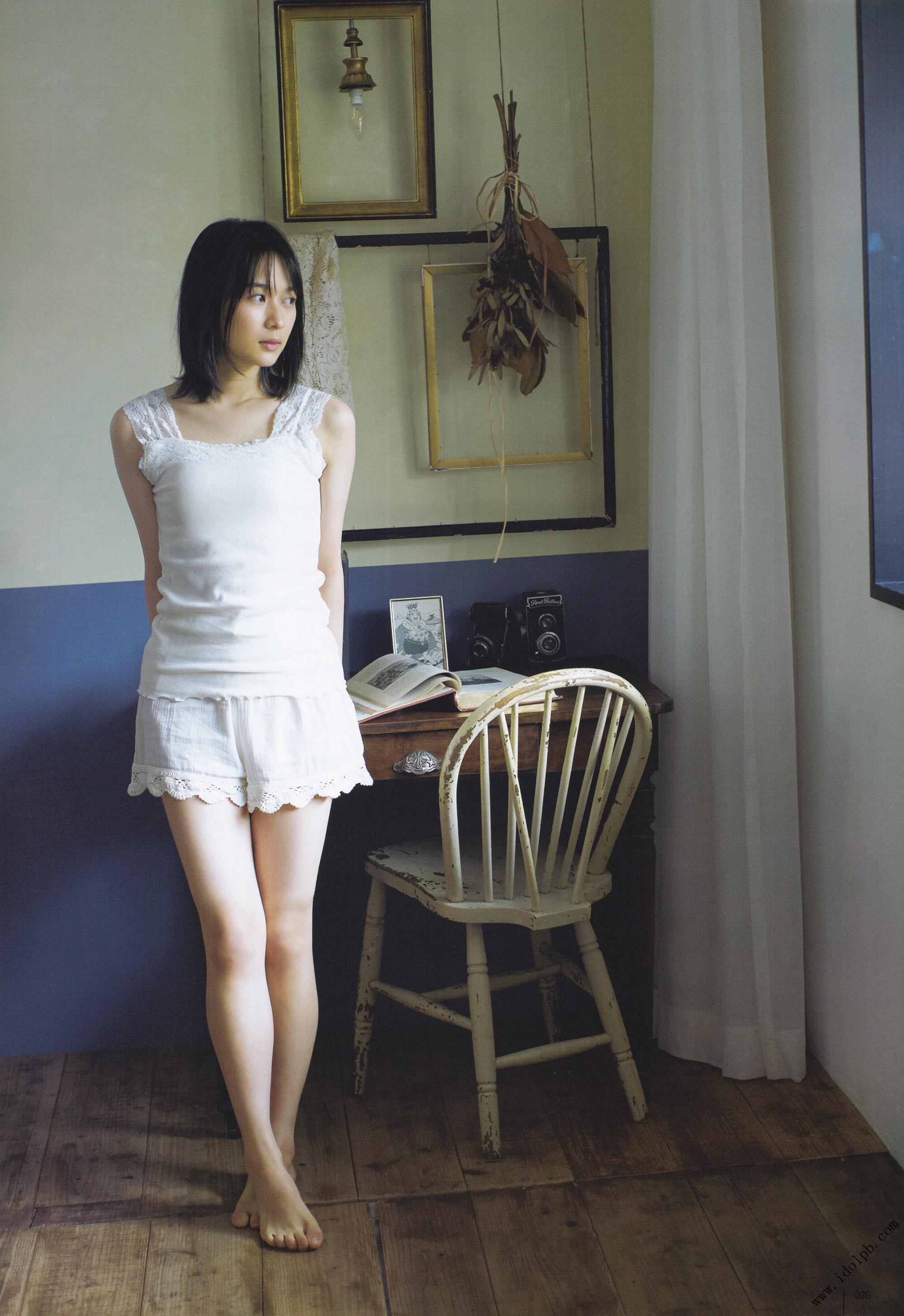 鈴木絢音の美脚画像
