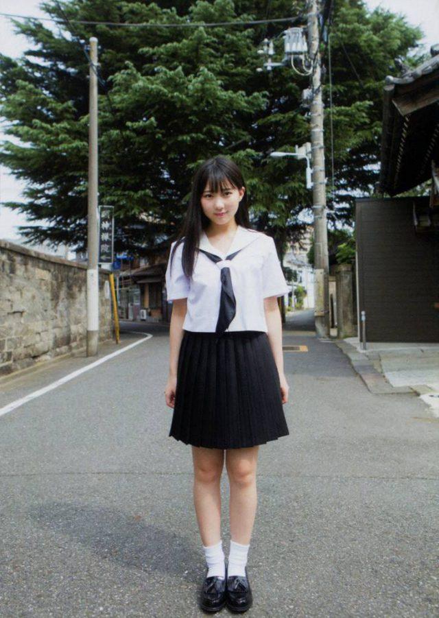 夏服セーラー服の田中美久