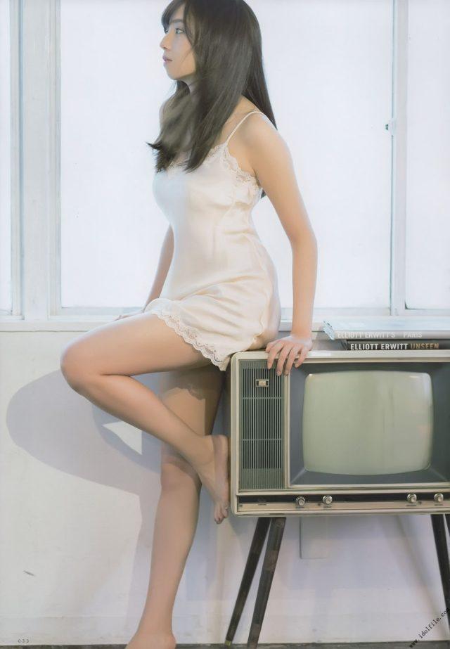 下着でテレビの新内眞衣