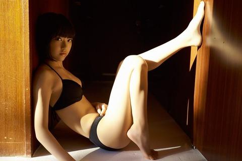 宮脇咲良_01